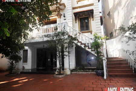 Big court yard villa for rent in To Ngoc Van, unfurnished with 5 beds