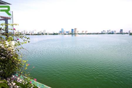 Lake-view 4 bedroom house for rent in Tay Ho