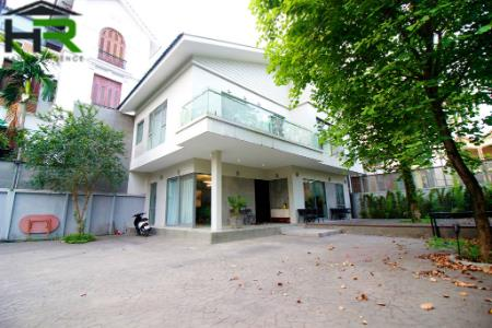 Modern 3 bedroom villa for rent with very huge court-yard in Tay Ho