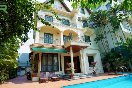 Elegant villa for rent in Tay Ho with swimming pool